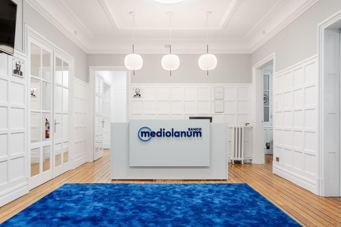 Banco Mediolanum Amplía sus Operaciones para Nuevos Clientes